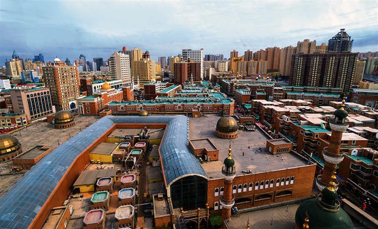 Xinjiang. China envolta em guerras comerciais e de informação