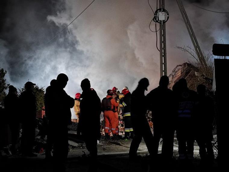 Polónia. Explosão de gás provoca oito mortos, quatro são crianças