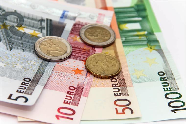 Peso da carga fiscal em Portugal foi das que mais aumentou desde 1965