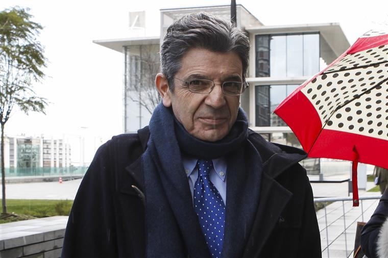 Julgamento de Carrilho por violência doméstica adiado devido a erro