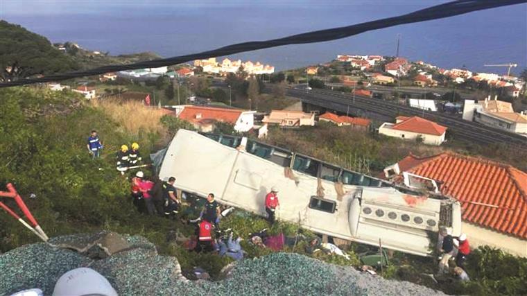 Resultado de imagem para Madeira: Acidente com autocarro de turismo em Santa Cruz provoca vítimas mortais (em atualização)