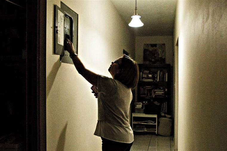 Portugueses vão poupar dois euros por mês na luz e gás