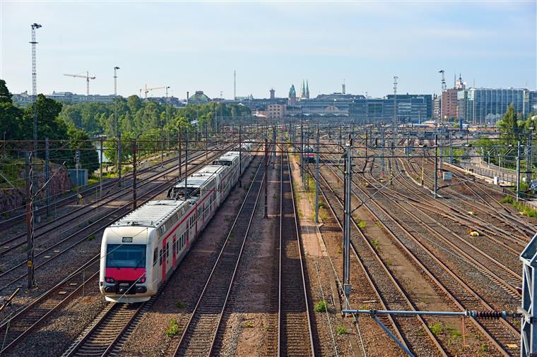 Aumento da procura leva Fertagus a adaptar comboios