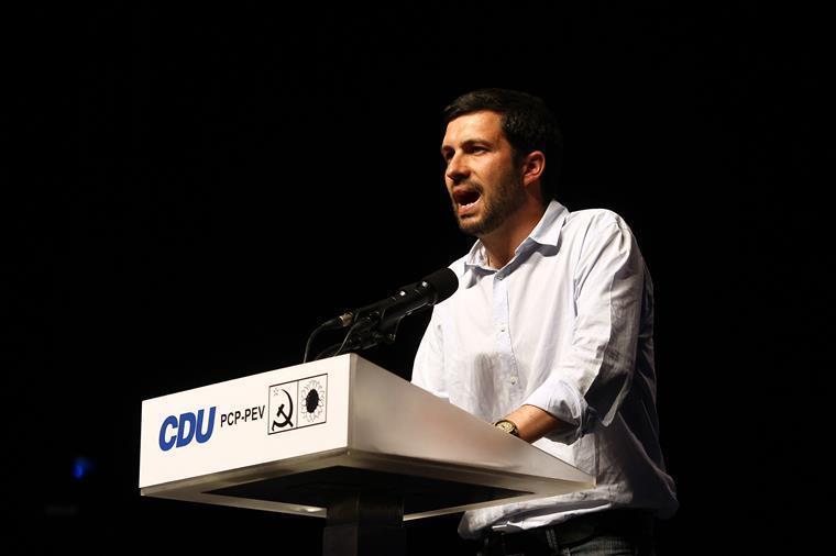João Ferreira aconselhou jovens a verificarem trabalho dos eurodeputados