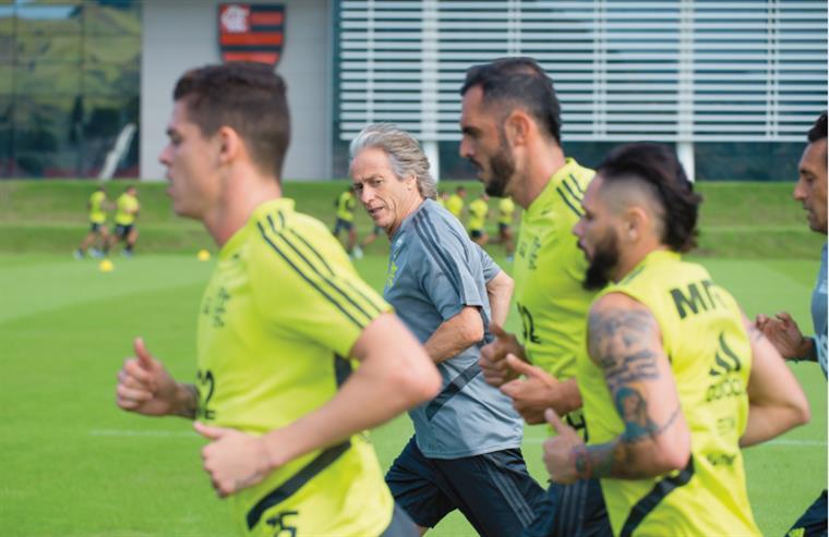 e97ed59879 Jorge Jesus. Sem tempo para respirar no Flamengo: três jogos em semana de  estreia