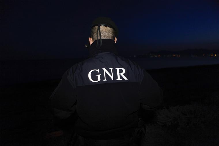 39 migrantes resgatados por militares da GNR no mar Egeu