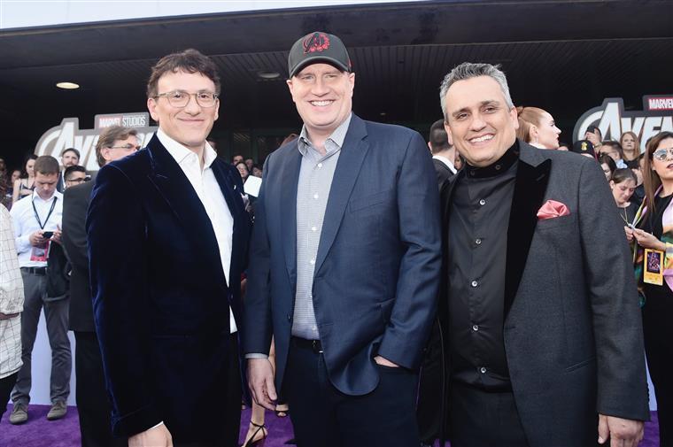 Kevin Feige (ao centro), com os Irmãos Russo, responsáveis pela realização de Avengers: Endgame