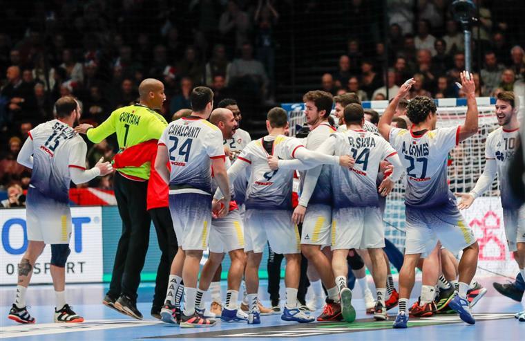 Resultado de imagem para Europeu de Andebol: Portugal qualifica-se para a ronda principal após derrota da França