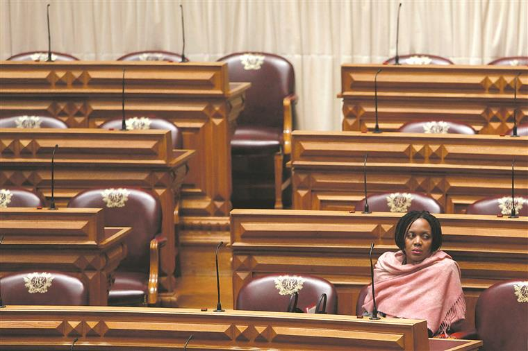 Joacine vai ter de esperar para saber se continua no Parlamento