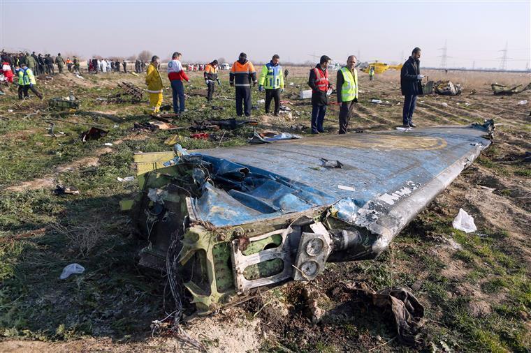 Irão já não vai enviar gravação da caixa negra de avião abatido à Ucrânia