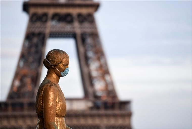 França regista mais 250 óbitos e quase 50 mil novos casos de covid-19