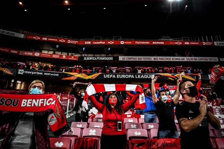 Liga Europa. Benfica vence (3-0) Standard Liège no regresso dos adeptos à Luz