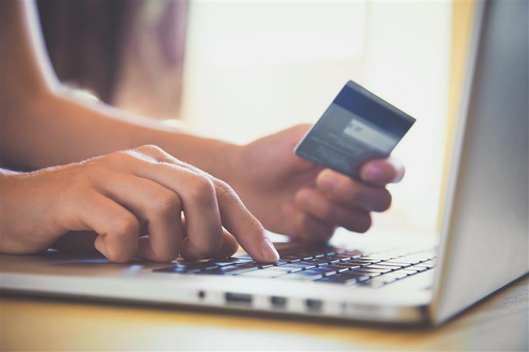 Compras online e em loja mantiveram-se estáveis na semana da Páscoa
