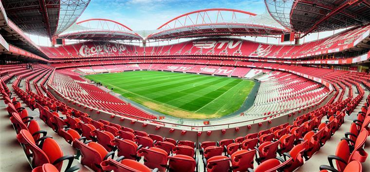 Jogador do Benfica apanhado a conduzir sem carta de condução
