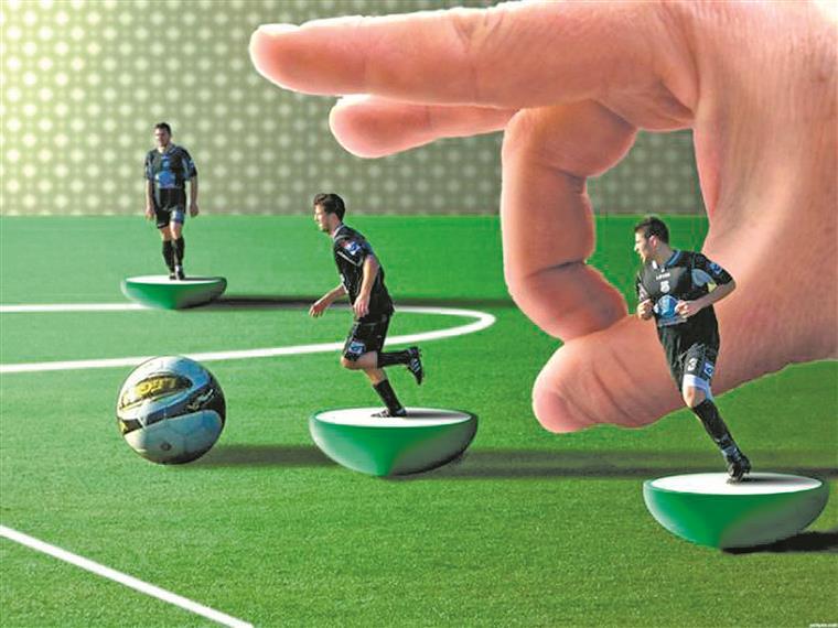 Subbuteo.  E todo o encanto do futebol  cabia na ponta de um dedo...