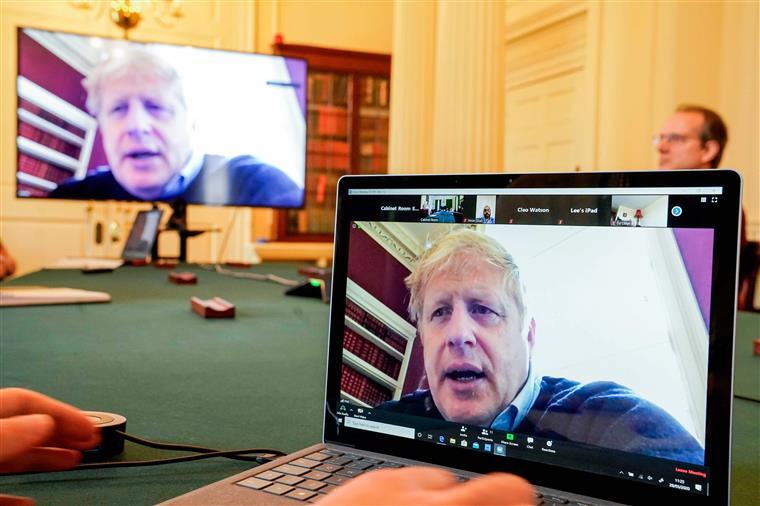 Boris Johnson teve de receber oxigénio mas não foi necessário recorrer a ventilador