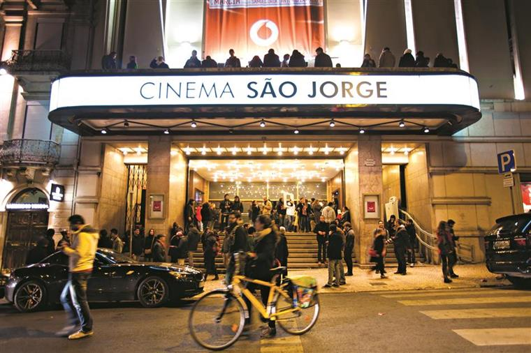 Teatros e cinemas reabrem a partir de segunda-feira com um lugar de intervalo entre espectadores