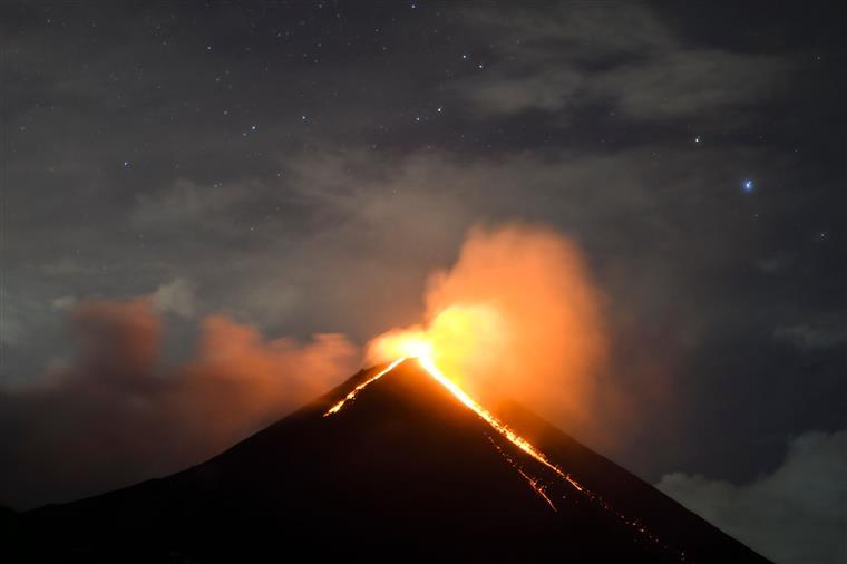 Pacaya tem emitido fluxos de lava ao longo dos últimos dias