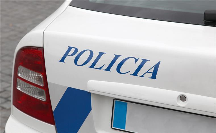 Cacém. Agentes da PSP agredidos por família que quebrou confinamento obrigatório