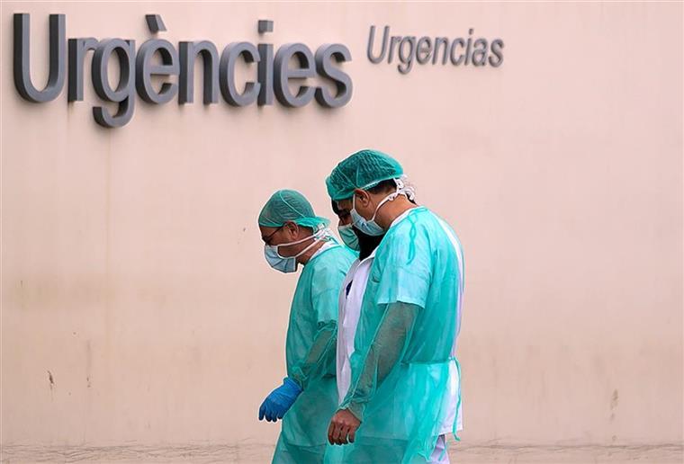 Estudo concluiu que um em cada dez profissionais de saúde teve contacto com o vírus