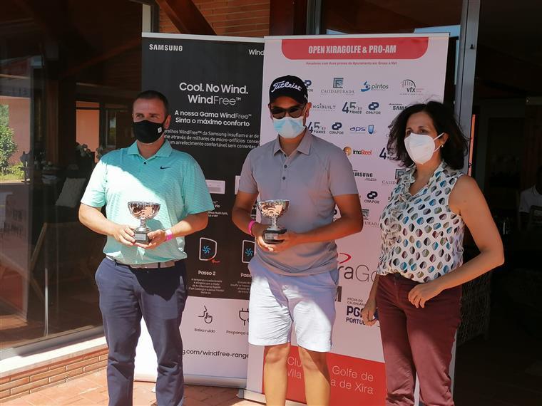 Luís Braga, Lucas Azinheiro, os vancedores do Xira PGA Pro-Am, e Teresa Martins que entregou os troféus.
