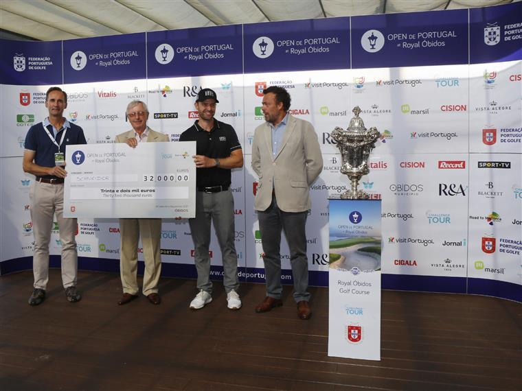 Marcel Schneider recebeu o prémio de 32 mil euros para o campeão